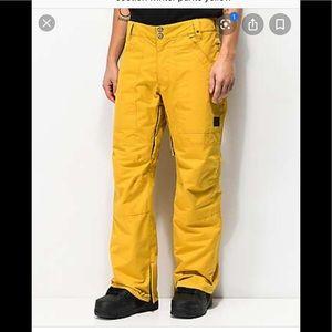 Yellow snow pants 🌺🎁❤️💖